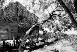 Cambodge Enfant a la barque 01